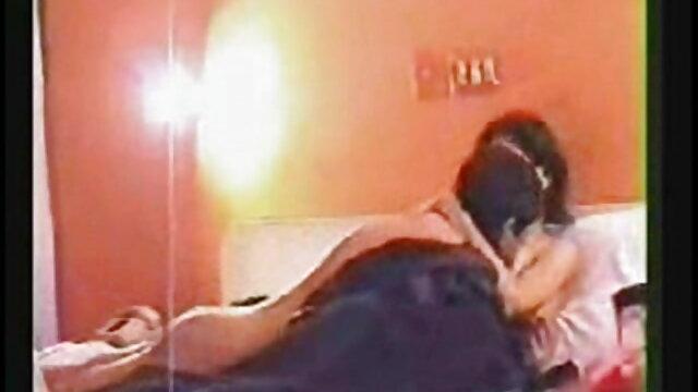 তিনি জিমন্যাসটিক্স উপস্থিত ছিলেন এবং প্রশিক্ষণের পর একটি কুণ্ডলী বাংলা porn video উপর বসে