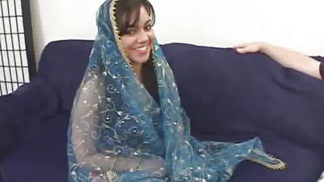 একটি video বাংলাxxx বন্ধ্যা ব্যক্তি একটি ঝরনা পরে তার শরীরের শুকনো ভাগ কমানো