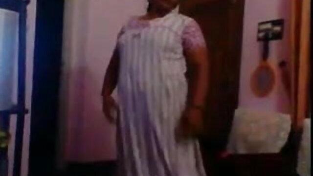 তিনি বাংলা x videos লিভিং রুমে একটি বয়স্ক মহিলার দেখেছি, সে তার হাত এবং অভিশপ্ত উত্থাপিত